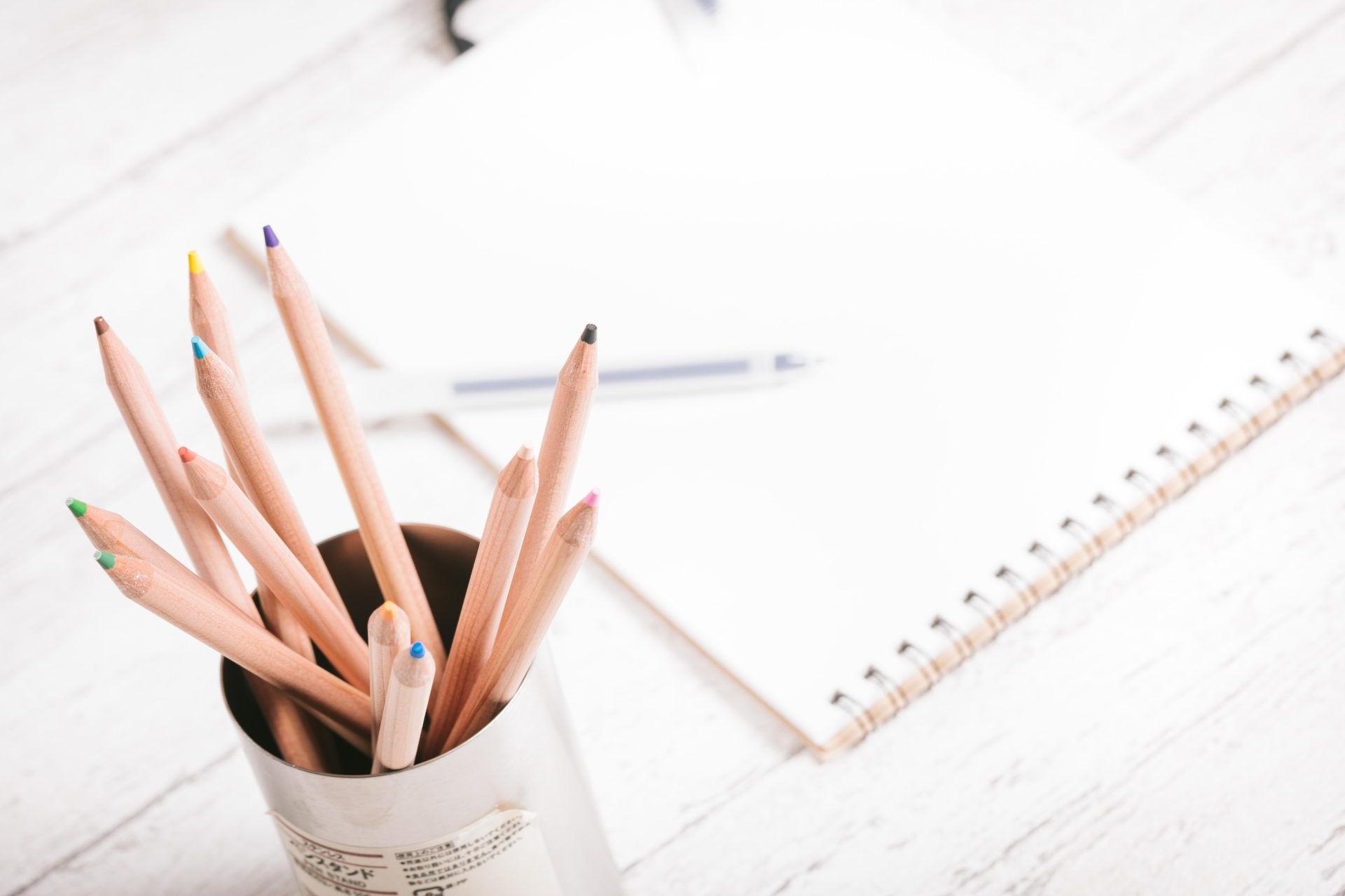 受験勉強用の筆記具とノート